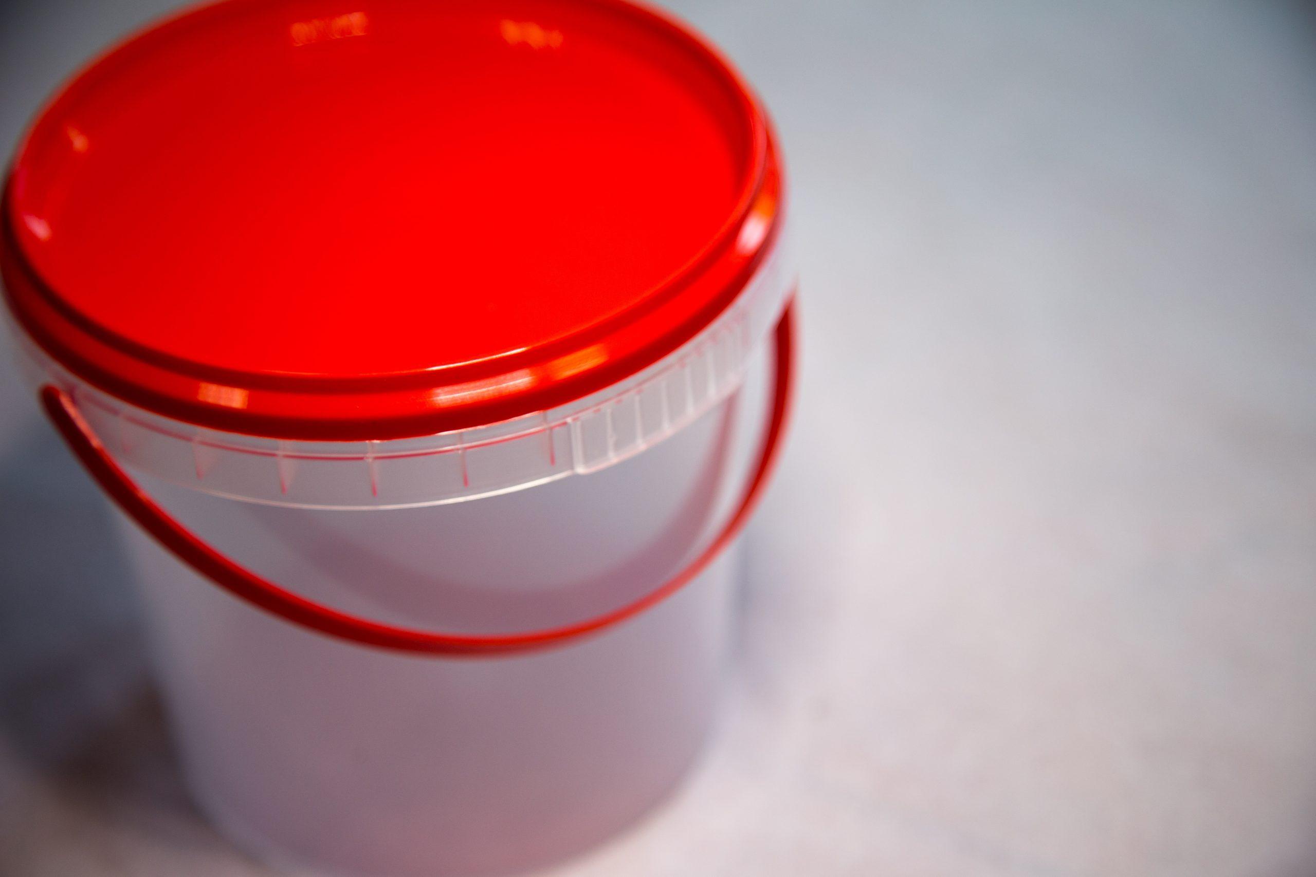 Ведро пластиковое прозрачное с красной крышкой 1л.